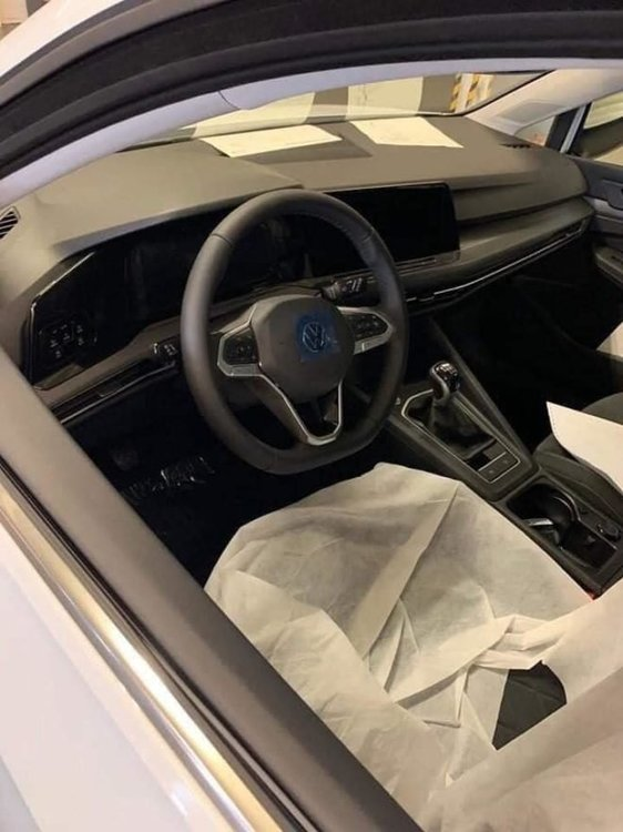 Volkswagen-Golf-8-2020-foto-leaked-2-e1571123134726.jpg